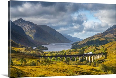 UK, Scotland, Highland, Loch Shiel, Glenfinnan, Glenfinnan Railway Viaduct