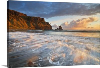 UK, Scotland, Inner Hebrides, Isle of Skye, Talisker Bay