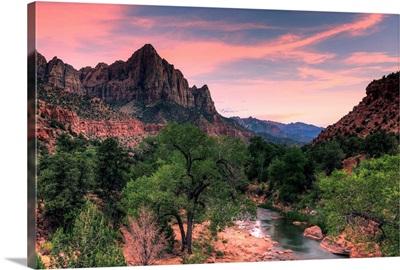 Utah, Zion National Park, Watchman Mountain and Virgin River