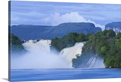 Venezuela, Guayana, Canaima National Park, Canaima Lagoon, Hacha falls