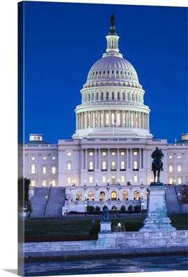 Washington DC, US Capitol, dusk