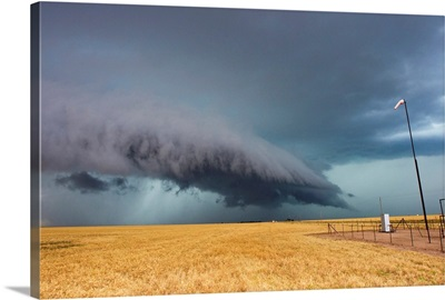 A shelf cloud from a thunderstorm provides water to crops