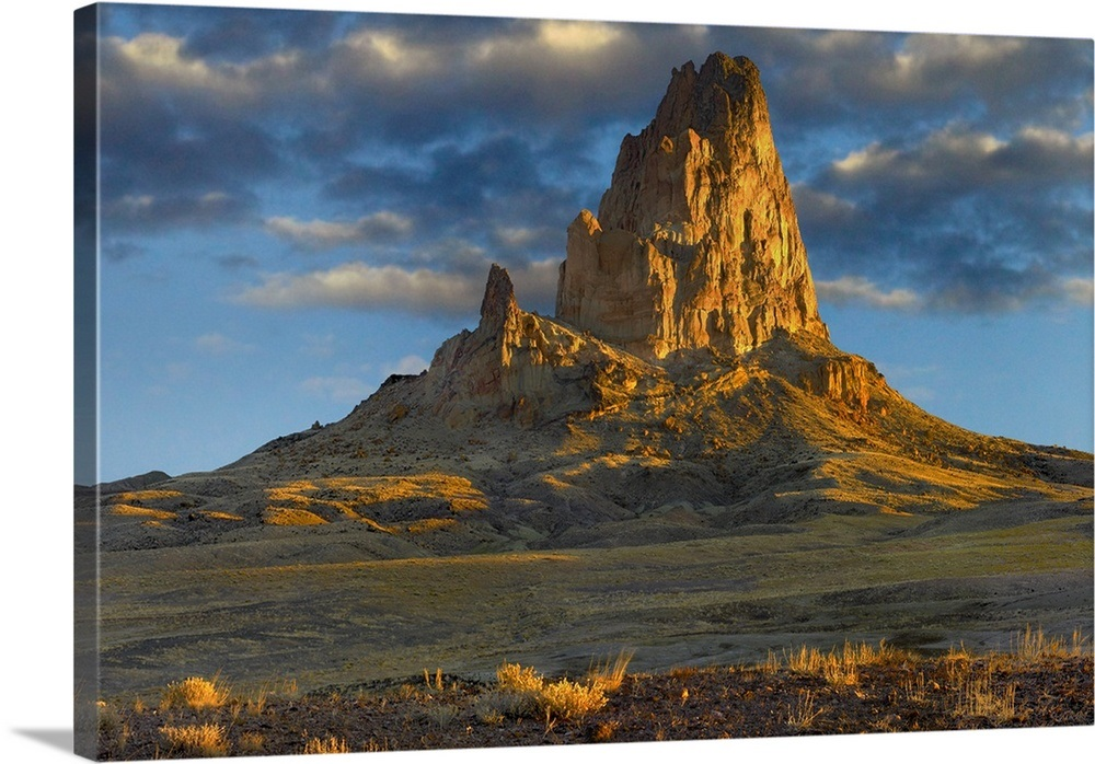 El Capitan, also called Agathla Peak, Monument Valley ...