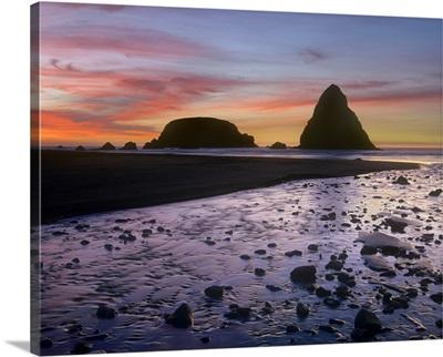 Whaleshead Beach with sea stacks, Oregon