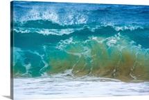 A huge wave gathers power at Sandy Beach, Honolulu, Hawaii
