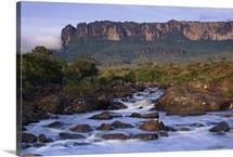 Kukenan River flowing towards Roraima Tepui, Canaima National Park, Venezuela