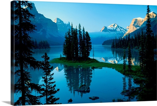 Scenic view of a lake in Jasper National Park in Canada