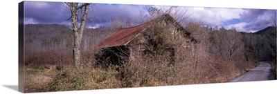 Abandoned barn at the roadside, Appalachian Mountains, North Carolina,