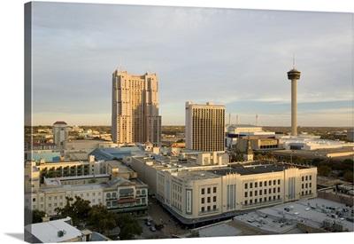 Buildings in a city, Marriott Hotel, Tower Of The Americas, San Antonio, Texas