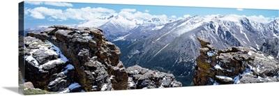 Colorado, Rocky Mountain National Park, Panoramic view of snowcapped mountain range