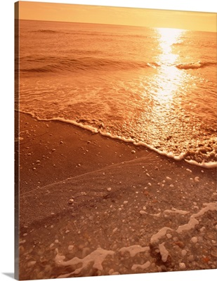 Florida, Gulf of Mexico, Sanibel Island, Panoramic view of sunset from a beach