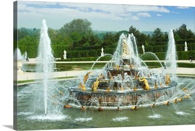 Fountain in a garden, Bassin De Latone, Versailles, Paris, Ile-de-France, France