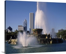 Fountain in a park, Buckingham Fountain, Grant Park, Chicago, Cook County, Illinois,