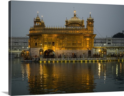 Golden Temple reflected in pool, Amritsar, Punjab, India