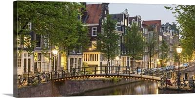 Grachtengordel canal ring at dusk, Amsterdam, Netherlands