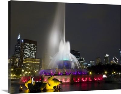 Illuminated fountain with skyscrapers in a city, Buckingham Fountain, Grant Park, Chicago, Illinois,