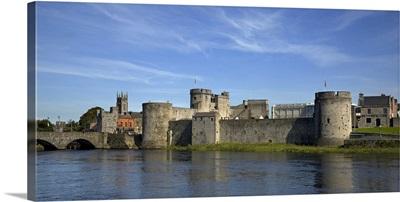 King Johns Castle, River Shannon, Limerick City, Ireland