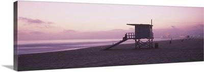 Lifeguard hut on Santa Monica Beach, Santa Monica Pier in distance, Santa Monica, California