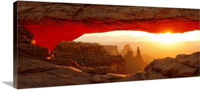 Mesa Arch at sunset, Canyonlands National Park, Utah