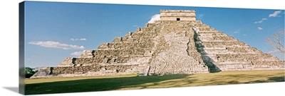 Mexico, Yucatan, Chichen Itza, El Castillo pyramid
