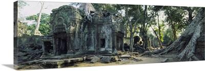 Old ruins of a building, Angkor Wat, Cambodia