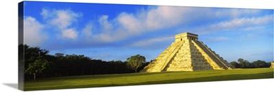 Pyramid in a field, Kukulkan Pyramid, Chichen Itza, Yucatan, Mexico