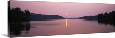 Reflection of sun in a lake, Lake Chatuge, Western Mountains, North Carolina