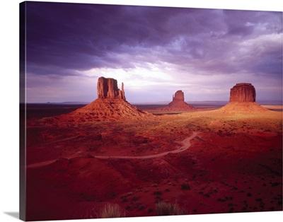 Storm Monument Valley UT \ AZ