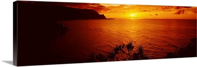 Sunset over an ocean, Hanalei Bay, Kauai, Hawaii