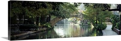Texas, San Antonio, Footbridge over a canal