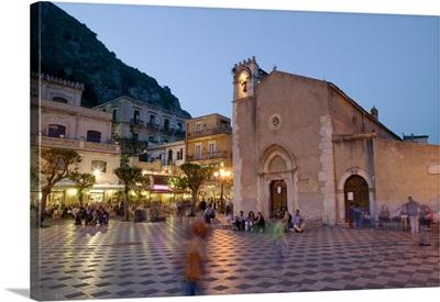 Town square lit up at dusk, Piazza IX Aprile, Taormina, Sicily, Italy