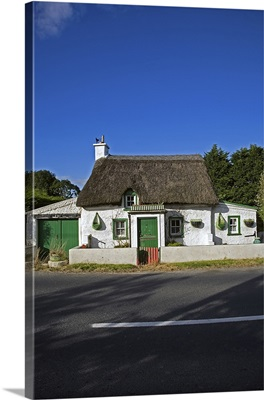 Traditional Thatched Cottage, Mooncoin, County Kilkenny, Ireland