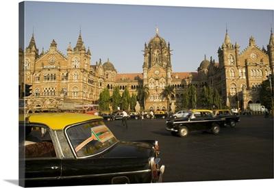 Traffic in front of a railroad station, Victoria Station, Mumbai, Maharashtra, India