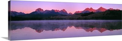 US, ID, Sawtooth Mountain Range, Sunset