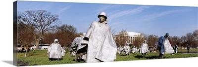 Washington DC, Korean Veterans Memorial, Tourists in the war memorial