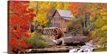 West Virginia, Glade Creek Grist Mill Babcock, St Park, Hut in a forest