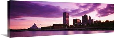 Wisconsin, Milwaukee, Milwaukee Art Museum at dusk