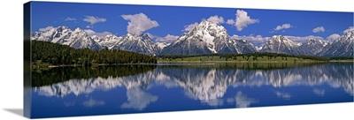 Wyoming, Grand Teton National Park, Mt Moran, Reflection of mountain in water