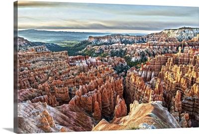 Colorful hoodoos and pine trees in Bryce Canyon, Utah