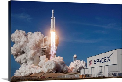 Falcon Heavy Launches Off Historic Launch Complex 39a For Its First Flight