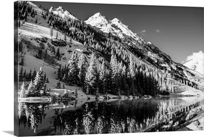 Snowy mountainside surrounding Maroon Lake in the Maroon Bells, Aspen, Colorado