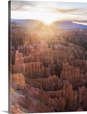 Sunlight on the horizon over Bryce Canyon Amphitheater, Utah
