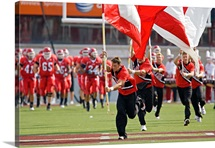 Utah Pictures Ute Cheerleaders Lead Out the Football Team