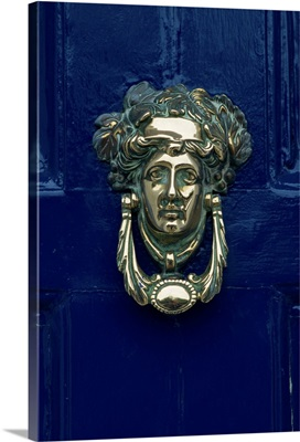 Blue painted door and knocker in the centre of the city of Dublin, Eire, Europe