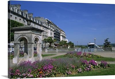 Boulevard des Pyrenees, Pau, Bearn, Aquitaine, France, Europe