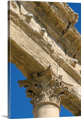 Carved capital and lintels of limestone, Roman ruins, Palmyra, Syria, Middle East