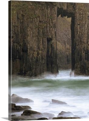 Church Doors rock formation in Skrinkle Haven cove, Wales, UK