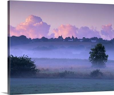 Dawn mist, Ewhurst Green, East Sussex, England, UK
