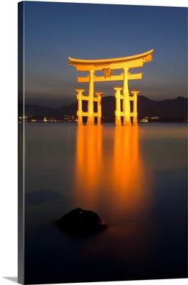 Floating torii gate, Itsuku-shima Shrine, Miyajima, Honshu, Japan