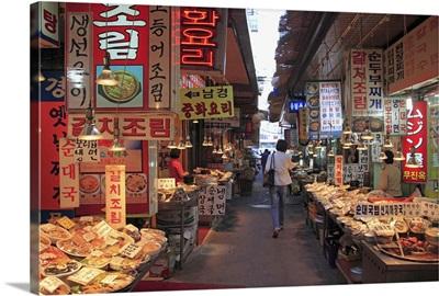 Food vendors, Namdaemun Market, Seoul, South Korea, Asia